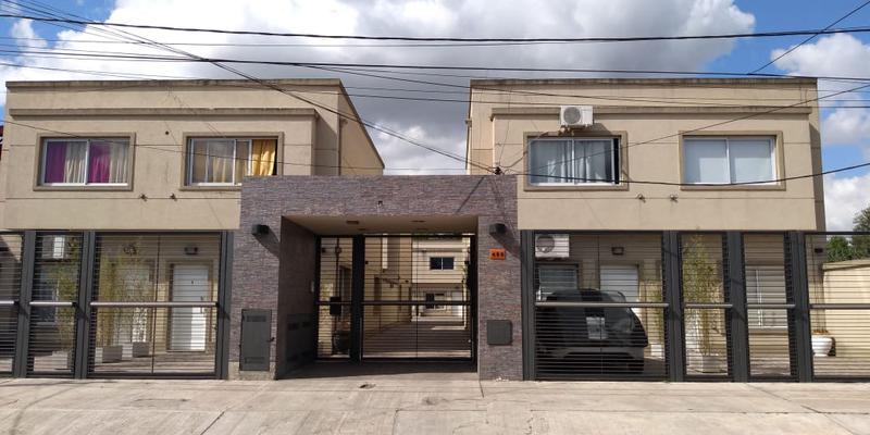 Foto Casa en Venta en  Ezeiza ,  G.B.A. Zona Sur  Venta - Dúplex en Ezeiza a pocas cuadras de la estación