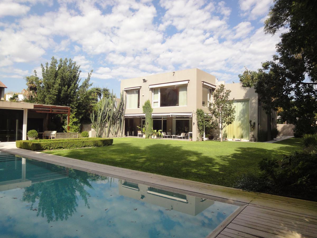 Foto Casa en Venta en  Acas.-Libert./Solis,  Acassuso  Jose C. Paz al 700