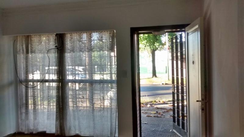 Foto PH en Alquiler | Venta en  Lomas De Zamora ,  G.B.A. Zona Sur  LARROQUE 1494