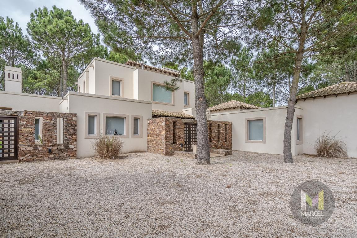 Foto Casa en Alquiler temporario en  La Herradura,  Pinamar  Boulevard La Herradura 678