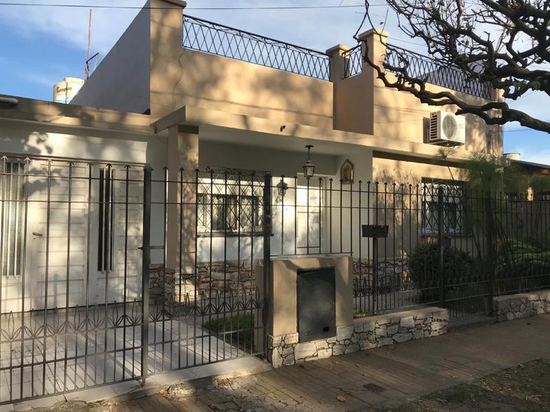Foto Casa en Venta en  Moron Sur,  Moron  Dr. Monte al 2300