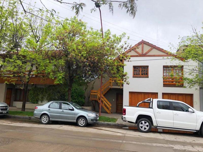 Foto Casa en Venta en  General Roca ,  Rio Negro  Buenos Aires 1300, General Roca