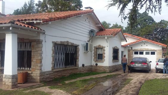 Foto Casa en Venta en  Adrogue,  Almirante Brown          CAP. DE FRAGATA MOYANO (Seguí) 215, entre Av. H. Yrigoyen y Soler