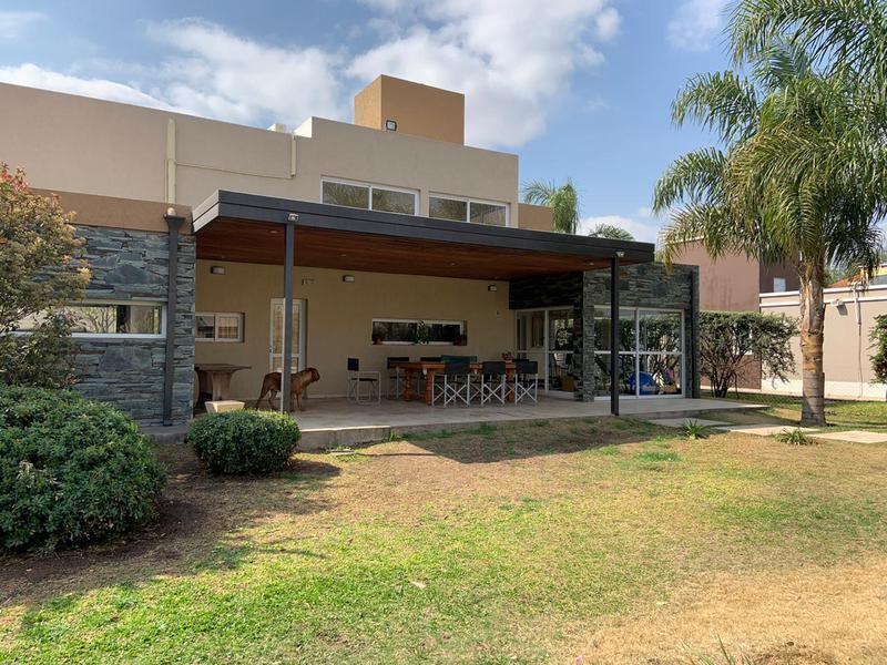 Foto Casa en Venta en  Villa Allende,  Colon   San Isidro, Padre Luchesse 2000