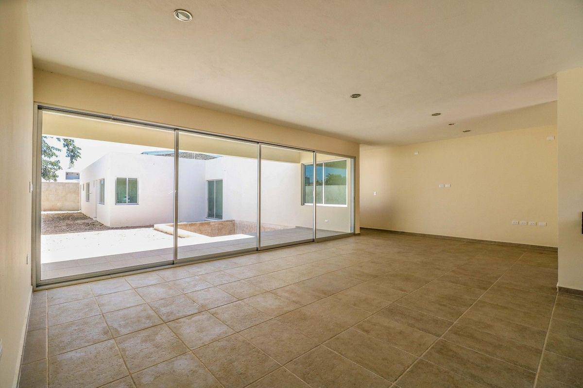 Foto Casa en Venta en  Santa Rita Cholul,  Mérida  Bellas residencia de una planta con amplio terreno al norte de Merida