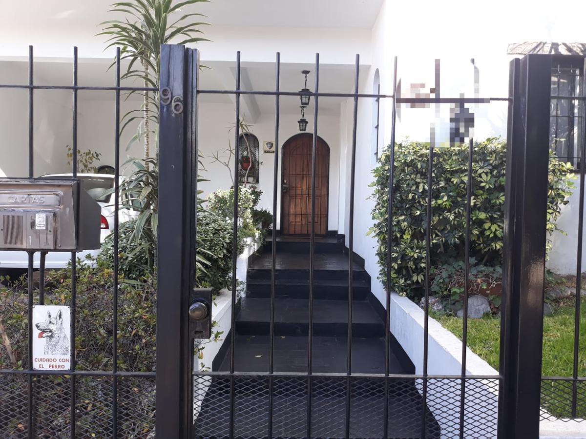 Foto Casa en Venta en  Villa Martelli,  Vicente Lopez  Impecable Chalet a la venta en Villa Martelli, 4 ambientes. Calidad de construcción. Excelente estado.