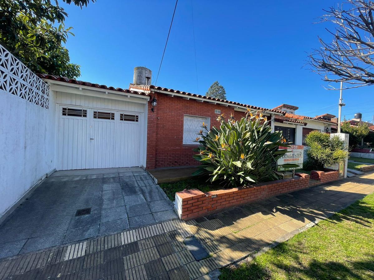 Foto Casa en Venta en  Lomas de Zamora Este,  Lomas De Zamora  Yapeyu 2130