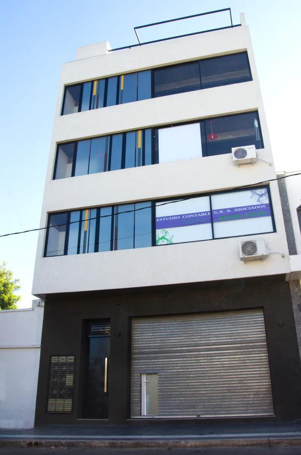 Foto Oficina en Alquiler en  Berazategui,  Berazategui  141 1392