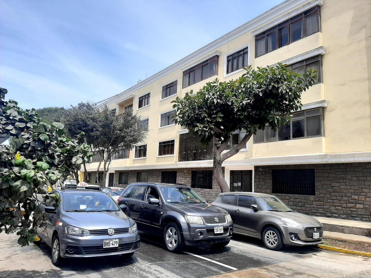 Foto Departamento en Alquiler en  Magdalena del Mar,  Lima  Calle Alfonzo Ugarte al 400