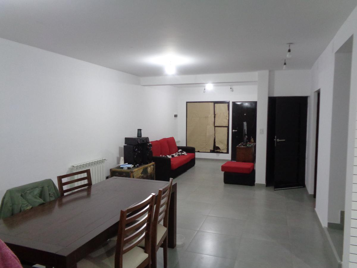 Foto Casa en Venta en  Capital ,  Neuquen  Los Fenicios al 2000