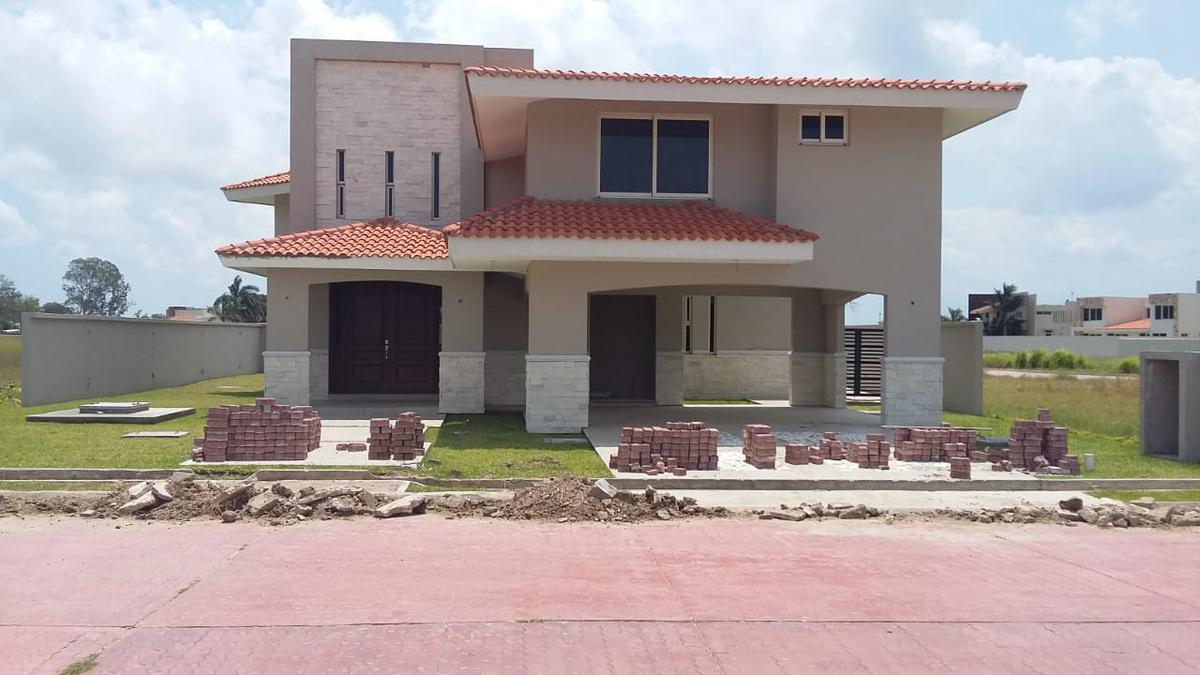 Foto Casa en Venta en  Fraccionamiento Lagunas de Miralta,  Altamira  Casa 15 Fracc. Lagunas de Miralta