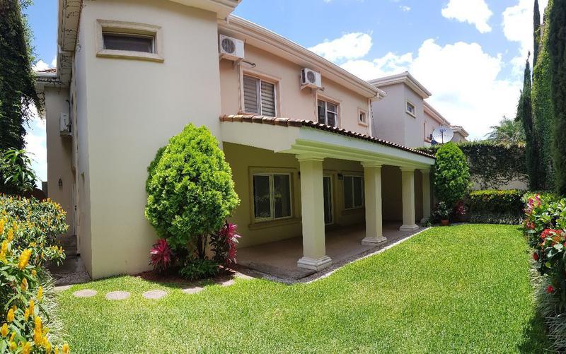Foto Casa en condominio en Renta en  Lomas del Guijarro,  Tegucigalpa  Casa de 3 habitaciones, Circuito Cerrado, Lomas del Guijarro