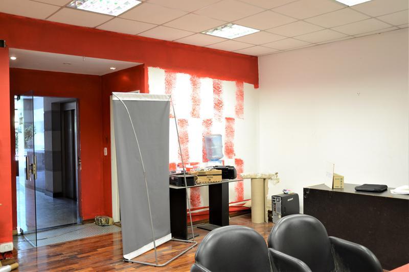 Foto Oficina en Alquiler en  San Telmo ,  Capital Federal  Bernardo de Irigoyen al 1100, PB Cfte.