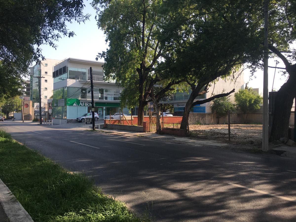 Foto Terreno en Venta en  Miravalle,  Monterrey  TERRENO COMERCIAL EN VENTA EN CALZADA SAN PEDRO COLONIA MIRAVALLE MONTERREY NUEVO LEON