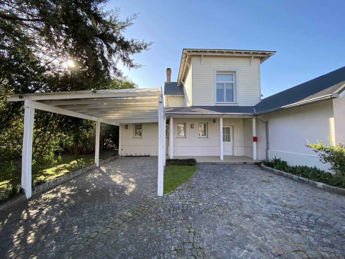 Foto Casa en Alquiler en  Las Caletas,  Nordelta  Las Caletas, Nordelta. Casa 5 ambientes con dependecia y piscina. Venta