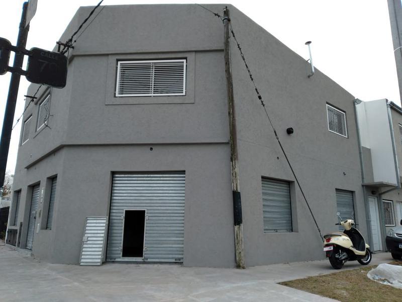 Foto Local en Alquiler en  La Plata ,  G.B.A. Zona Sur  13 esquina 79