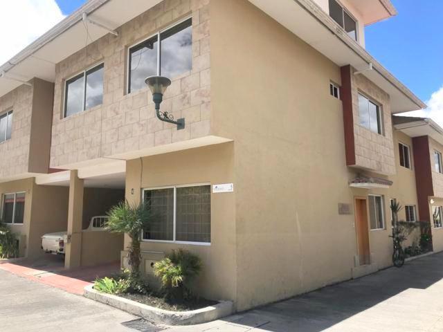 Foto Casa en Venta en  El Batán,  Cuenca  Villa en venta Condominio Privado Calle Guayas y Pichincha $135.000dlrs.