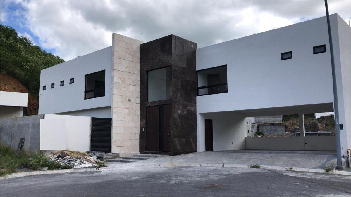 Foto Casa en Venta en  Carolco,  Monterrey  CASA EN VENTA  CAROLCO CARRETERA NACIONAL MONTERREY N L $16,500,000