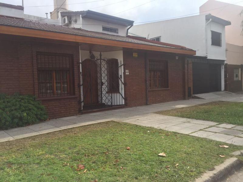 Foto Casa en Venta en  Wilde,  Avellaneda  PIRAN AL al 100