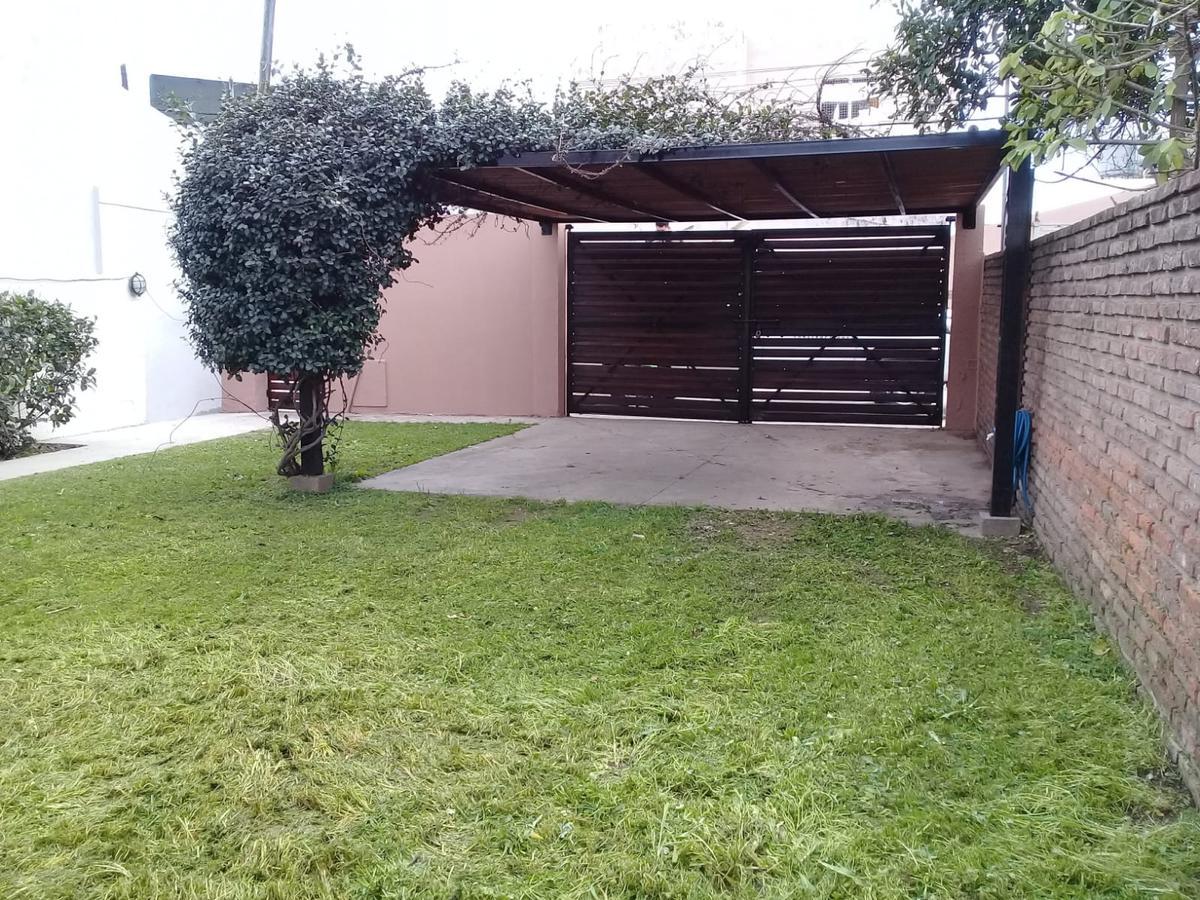 Foto Casa en Venta en  La Ceramica Y Cuyo,  Rosario  Ficarelli al 2700