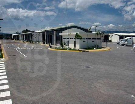 Foto Bodega Industrial en Renta en  San Juan,  Tibas  Bodega en Tibás / Oficinas / Andén en áreas comunes