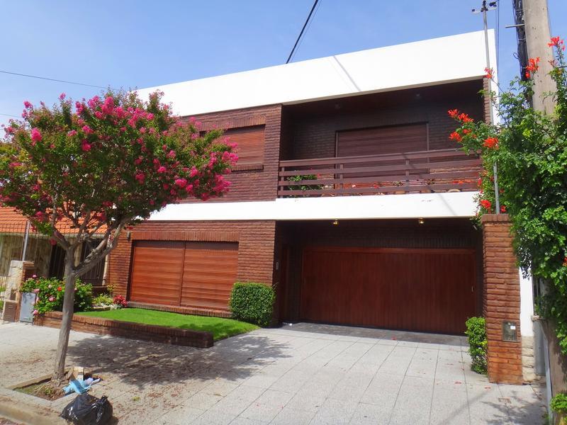 Foto Casa en Alquiler en  Chauvin,  Mar Del Plata  Larrea entre Cordoba y  Santiago del Estero