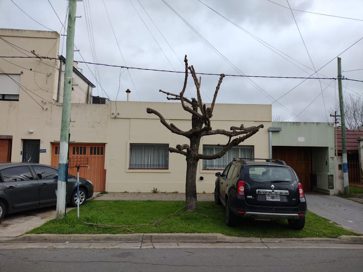 Foto Casa en Venta en  Los Hornos,  La Plata  142 e/ 62 y 63