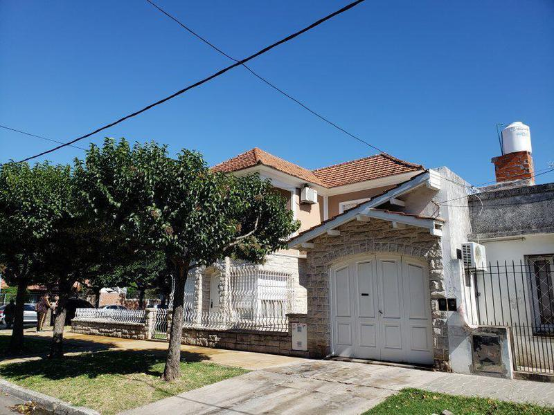 Foto Casa en Venta en  Lomas De Zamora ,  G.B.A. Zona Sur  Hermosa casa en Baliña y Boedo