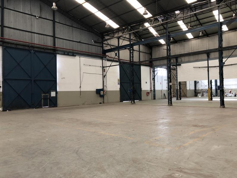 Foto Nave Industrial en Alquiler | Venta en  Pablo Podesta,  Tres De Febrero  Churruca 8765
