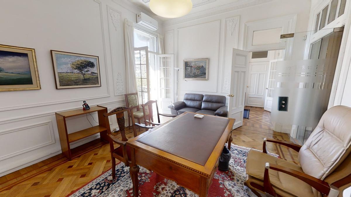 Foto Apartamento en Venta en  Centro (Montevideo),  Montevideo  Av. 18 de Julio frente a la Plaza del Entrevero