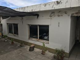Foto Casa en Venta en  Lomas de Zamora Oeste,  Lomas De Zamora  FRAY LUIS BELTRAN 265