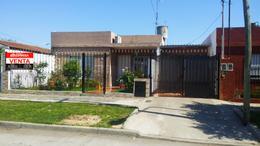 Foto Casa en Venta en  B.San Carlos,  Isidro Casanova  Larsen al 200