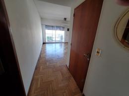 Foto Departamento en Alquiler en  Monserrat,  Centro (Capital Federal)  Solís 200