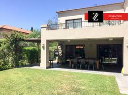 Foto Casa en Venta en  Guaymallen ,  Mendoza  Club de Campo - Guaymallen