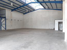 Foto Bodega Industrial en Renta en  Pozos,  Santa Ana  Santa Ana/ Bodega 1050 mt2/ 15 parqueos