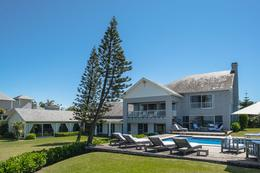 Foto Casa en Venta en  Punta Ballena ,  Maldonado  Increible casa sobre el mar, totalmente amueblada y equipada. 700m2 cub sobre terreno de 3200 mts.