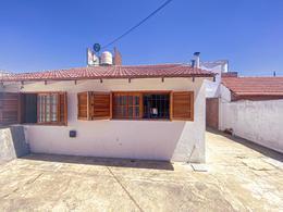 Foto Casa en Venta en  Los Hornos,  La Plata  64 entre 145 y 146 N° 2514