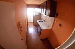 Foto Departamento en Alquiler en  Cordón ,  Montevideo  Apartamento  muy luminoso. Ubicado en zona de Facultades y a metros de 18 de Julio