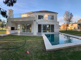 Foto Casa en Venta en  Saint Thomas,  Countries/B.Cerrado (E. Echeverría)  Venta con renta - Casa a estrenar en Saint Thomas - Canning