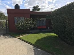 Foto Casa en Venta en  Carrasco ,  Montevideo  Amplia casa PH con jardín y garaje
