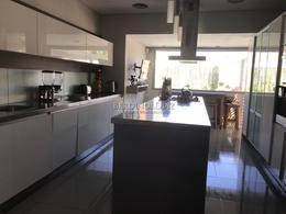 Foto Casa en Venta en  Playa Mansa,  Punta del Este  Excelente propiedad a metros del mar