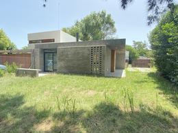 Foto Casa en Venta en  Villa Elisa,  La Plata  Casa a estrenar. Villa Elisa, entre caminos.
