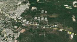 Foto Terreno en Venta en  Mérida ,  Yucatán  Terreno de 4,713 m2 En Carretera Mérida - Cancún A Lado Del Cedis Walmart y bodegas Zona Oriente