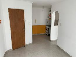 Foto Departamento en Alquiler en  Pichincha,  Rosario  Guemes  al 2100
