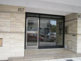 Foto Departamento en Alquiler en  La Plata,  La Plata  4 n al 800