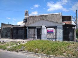 Foto Casa en Venta en  Berazategui,  Berazategui  Calle 22 esquina 142
