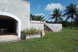 Foto Terreno en Venta en  Pueblo Conkal,  Conkal  Excelente terreno de 9000 m² con todos los servicios en carretera al norte de Mérida en Conkal, Yucatán.