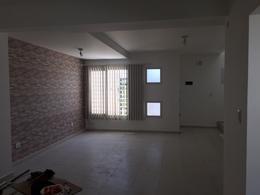 Foto Casa en Venta en  Centenario,  Confluencia  Duplex con amplio parque a mts de Ex Peaje Centenario