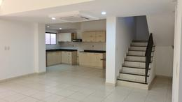 Foto Casa en Venta en  Luque ,  Central  Vendo Duplex de Tres Dormitorios con Area de Servicio En Luque