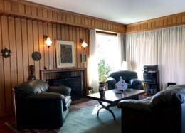 Foto Casa en Venta en  Carrasco ,  Montevideo  Casa de época, 3 dormitorios con amplio jardín